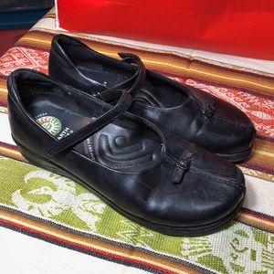 Earth Vivian leather ballet comfort shoe
